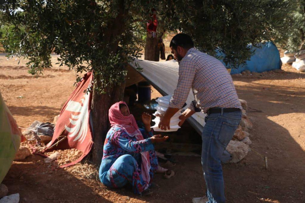 AAPS ayudando a campo de desplazados